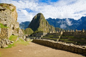 585132-houses-of-machu-picchu